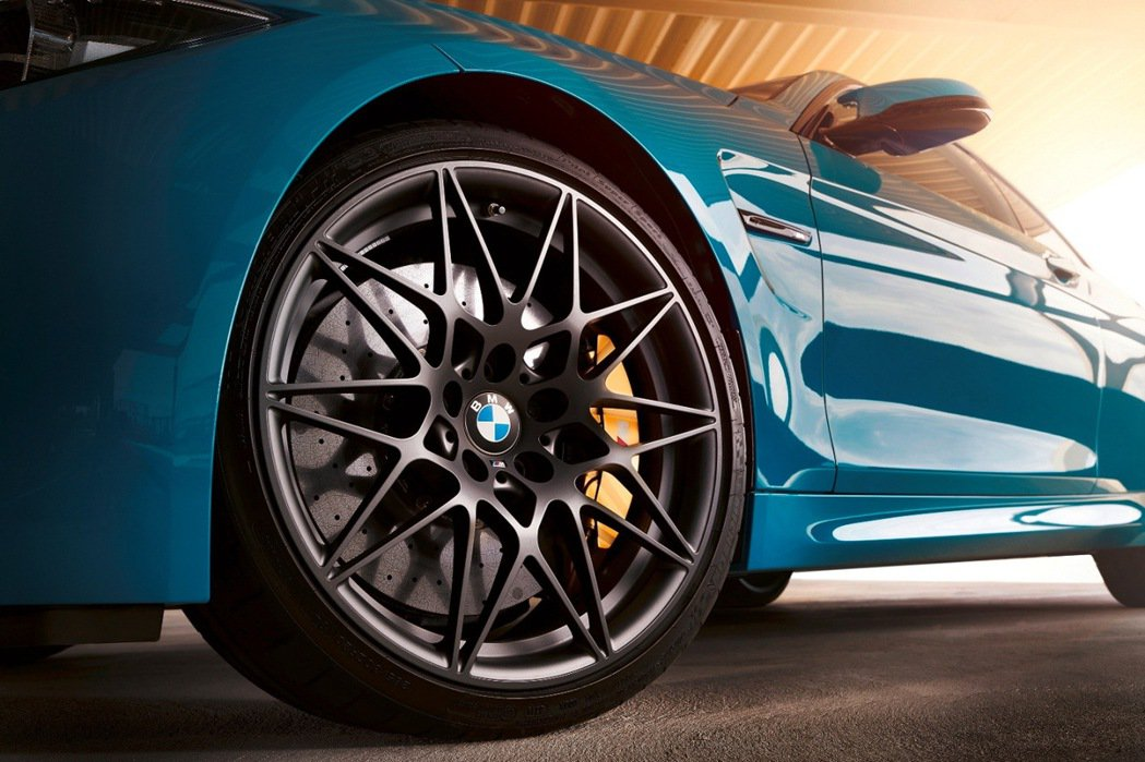 BMW M4 Edition M Heritage搭載20吋666M星輻式鍛造輪...