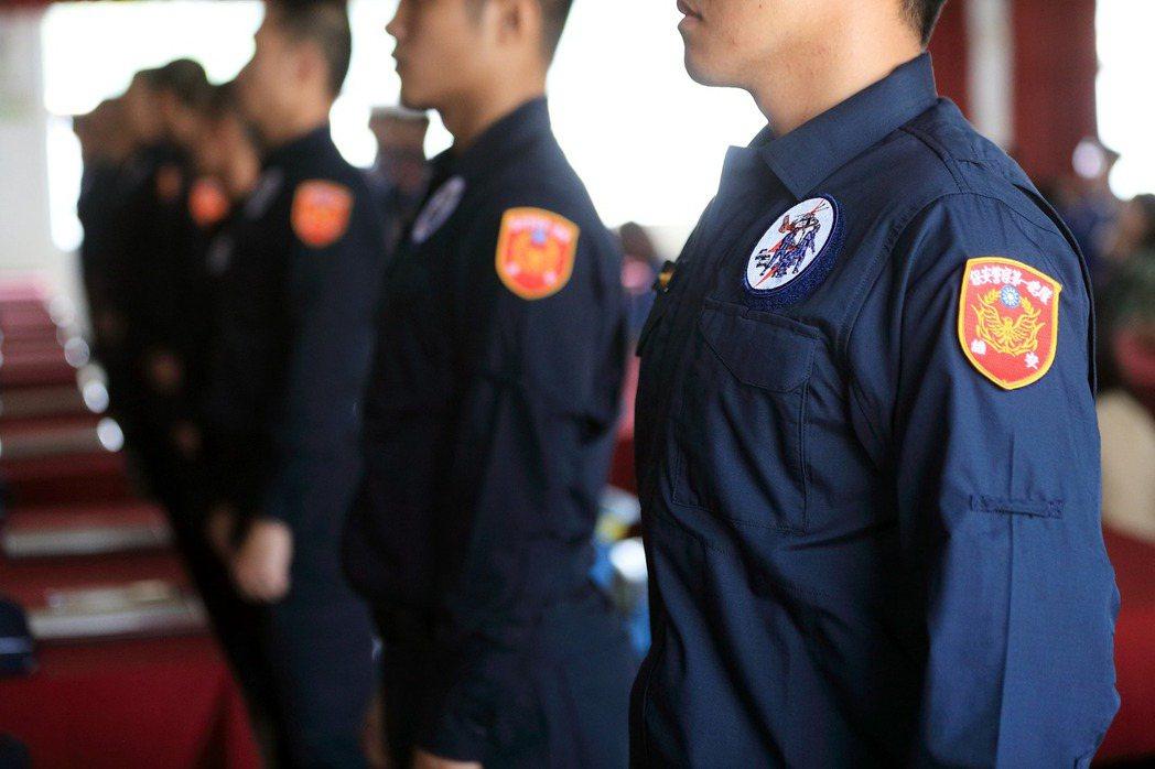 理論上,警徽與制服代表的應該是法治國的榮耀。示意圖。 圖/取自NPA署長室