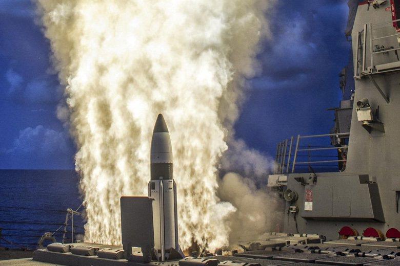 在夏威夷海域進行飛行測試驗證發動機噴嘴構型的標準飛彈。 圖/美國海軍官網