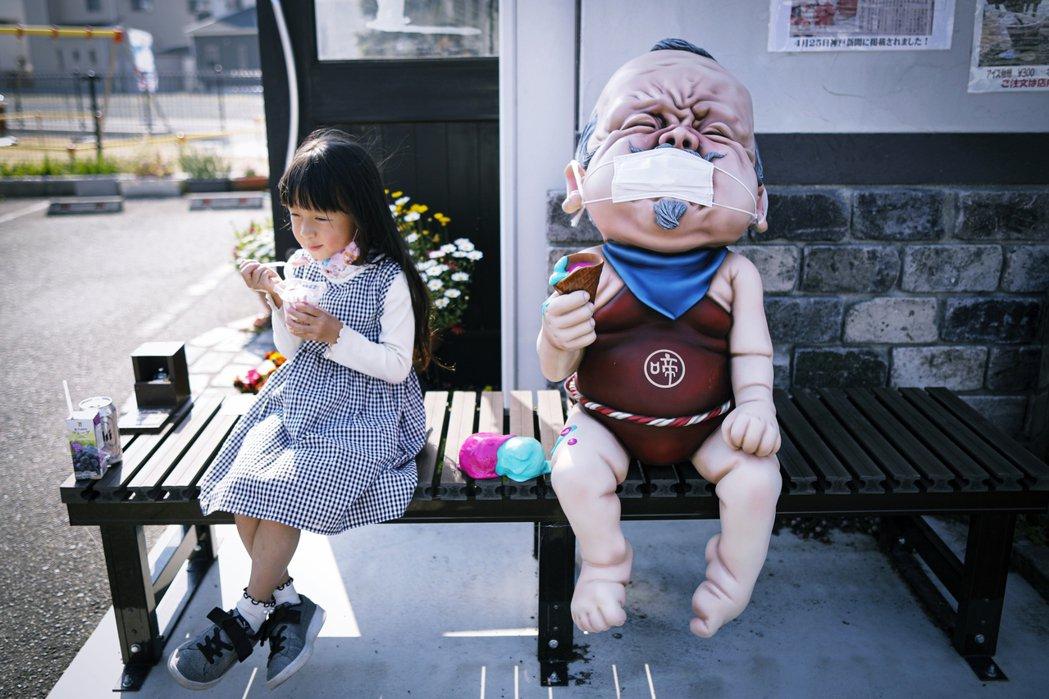 圖為示意圖,疫情期間,位於兵庫縣福崎町的「子泣爺爺」妖怪雕像。 圖/歐新社