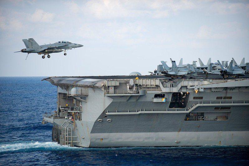 F/A-18F戰機返航羅斯福號航艦。 圖/取自美國海軍 Flickr
