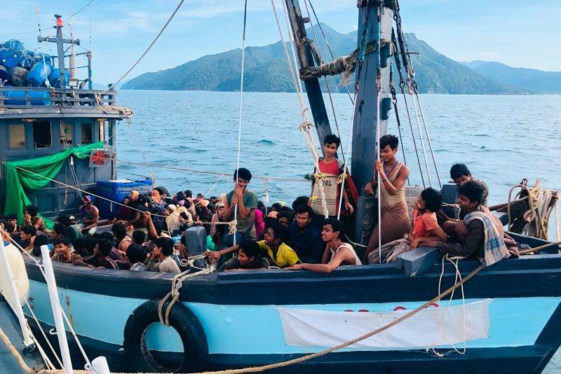 4月初,一艘載有近200名羅興亞人的船隻,在蘭卡威(Langkawi)外海出沒,試圖偷渡入境。 圖/美聯社