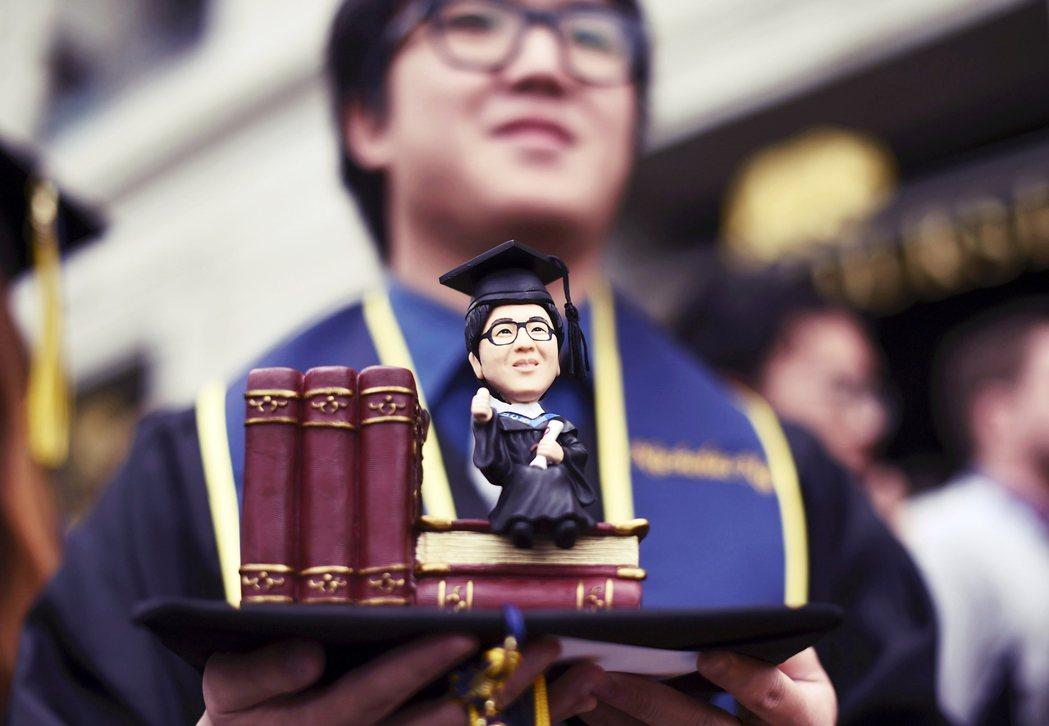加州大學逐步淘汰SAT/ACT的提案計劃,董事會將於5月21日作出決定。圖為加州...