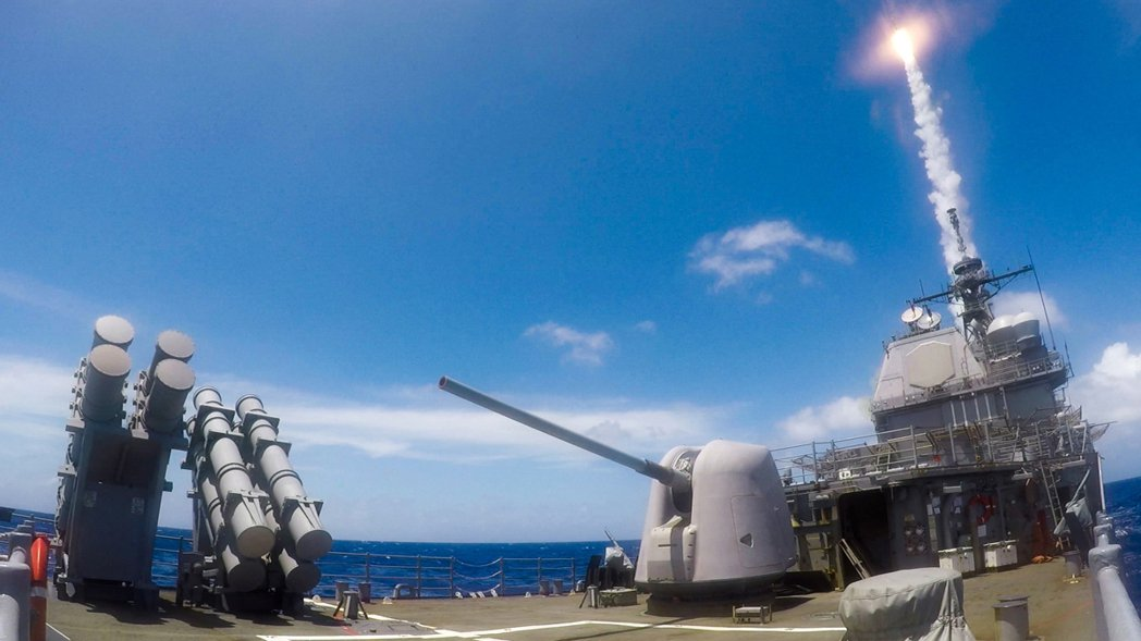 3月22日,美軍太平洋艦隊在Twitter宣布,日前在菲律賓海進行標準二型飛彈射擊。 圖/取自美軍太平洋艦隊推特