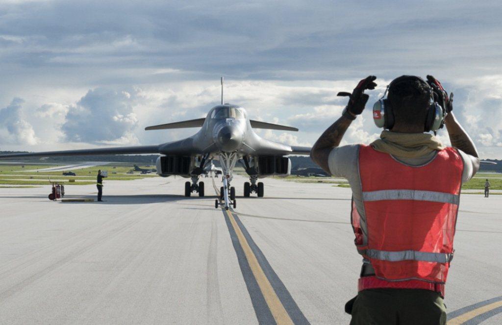美軍關島安德森空軍基地中的B-1B超音速戰略轟炸機。 圖/美國空軍