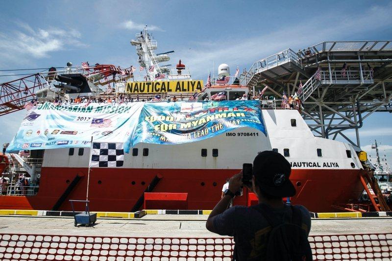 圖為從馬來西亞出發到緬甸仰光的物資船,攝於2017年。 圖/美聯社
