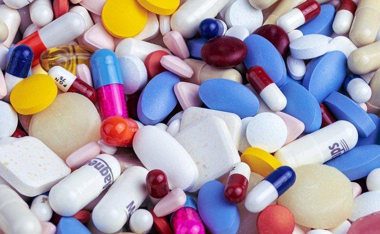 李維博士表示,長久以來大型藥廠訂價過高的情況非常普遍。(Photo by Pix...