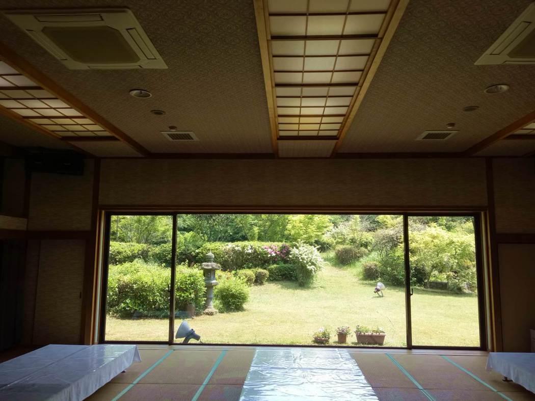 用餐區望窗外 環境優雅宜人