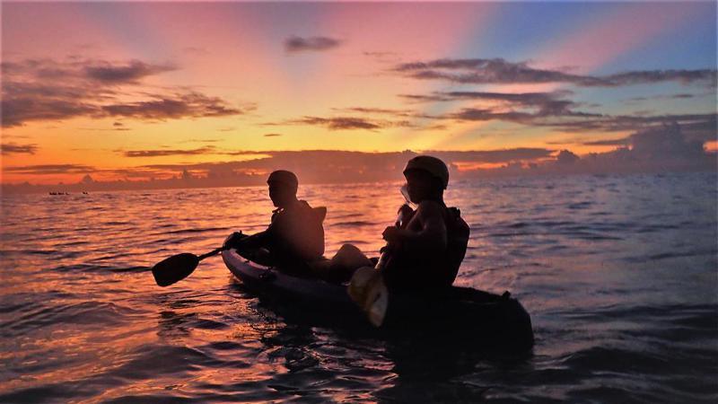 ▲花蓮清水斷崖玩法-獨木舟體驗晨曦場。(圖/Tripbaa趣吧!達人帶路)