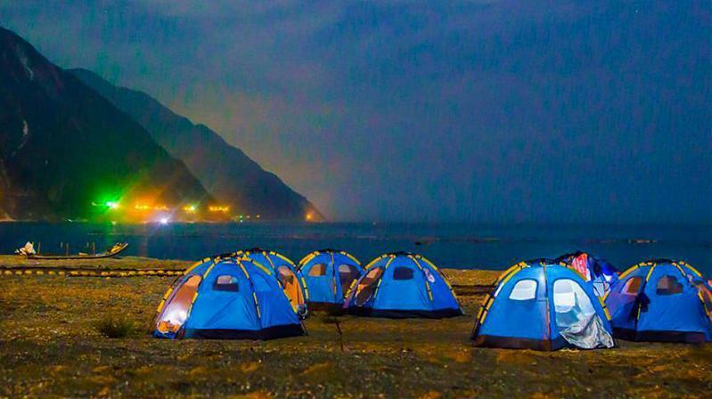 ▲花蓮清水斷崖玩法-無人沙灘野營體驗。(圖/Tripbaa趣吧!達人帶路)