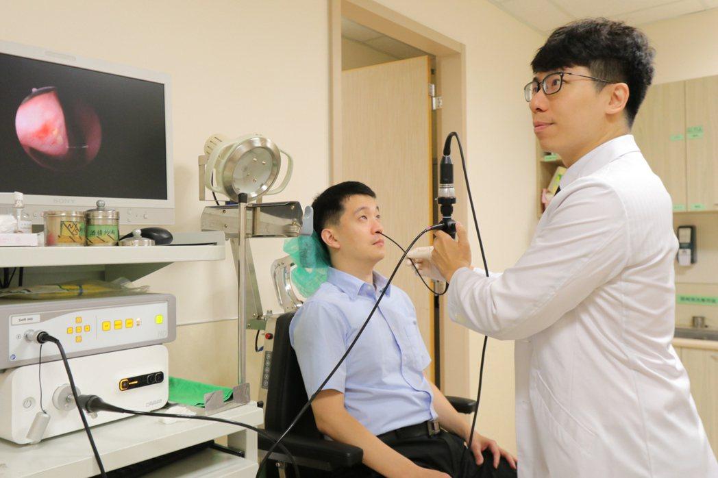 亞洲大學附屬醫院耳鼻喉科醫師許哲綸指出,防治塵蟎最有效的不二法門還是環境治理,保...