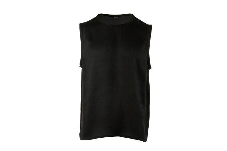 陳庭妮所穿著的Tank Top無袖背心14,980元。圖/Peter Wu提供