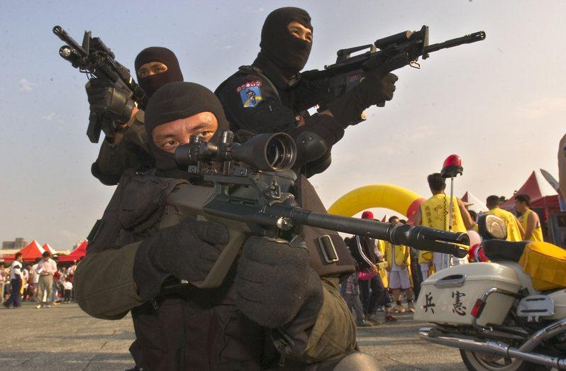 我國與約旦去年進行軍事合作,由憲兵「夜鷹」特勤隊協助該國訓練反恐特種部隊人員,圖為憲兵夜鷹部隊。 圖/聯合報系資料照片