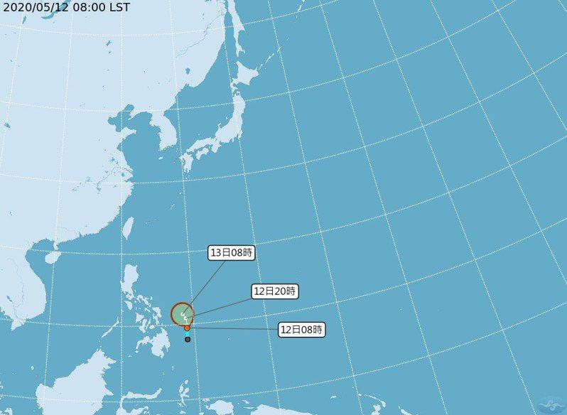 熱帶性低氣壓有機會增強為颱風,未來向西北再轉西北西,朝向菲律賓。到菲律賓陸地以後再轉北,至台灣的巴士海峽一帶,以拋物線的路線,轉向台灣的東南外海,直接影響機率偏低。圖/中央氣象局提供