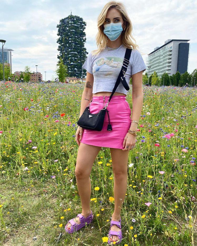 時尚KOL Chiara Ferragni穿香奈兒橡膠涼鞋。24,200元。圖/...