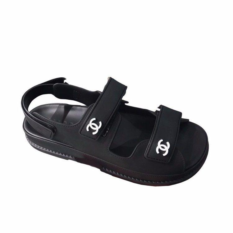 香奈兒橡膠涼鞋,24,200元。圖/ 摘自網路