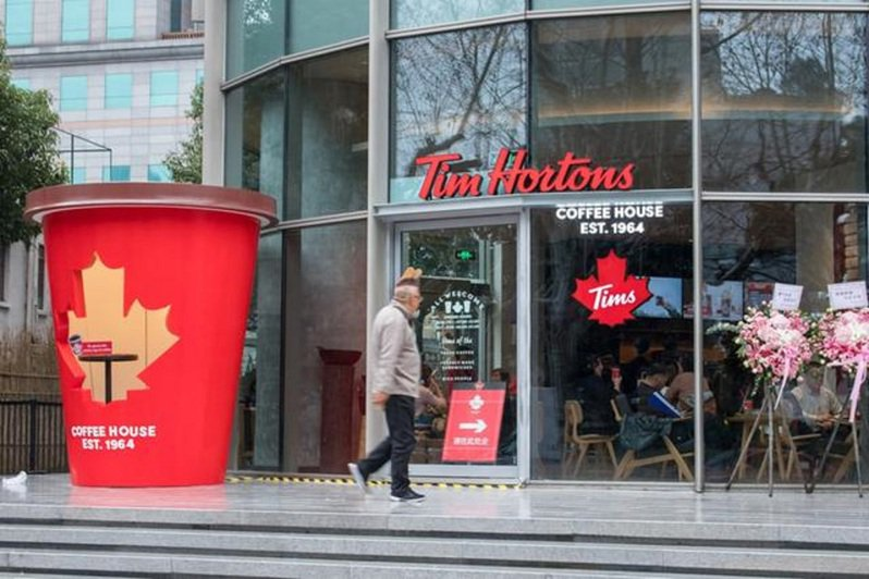 加拿大咖啡和食品連鎖店營運商Tim Hortons,12日透過官方微博發布,獲得來自大陸科技巨頭騰訊控股的投資,未來將在大陸加快開店步伐,將開設超過1500間門市。圖/界面新聞