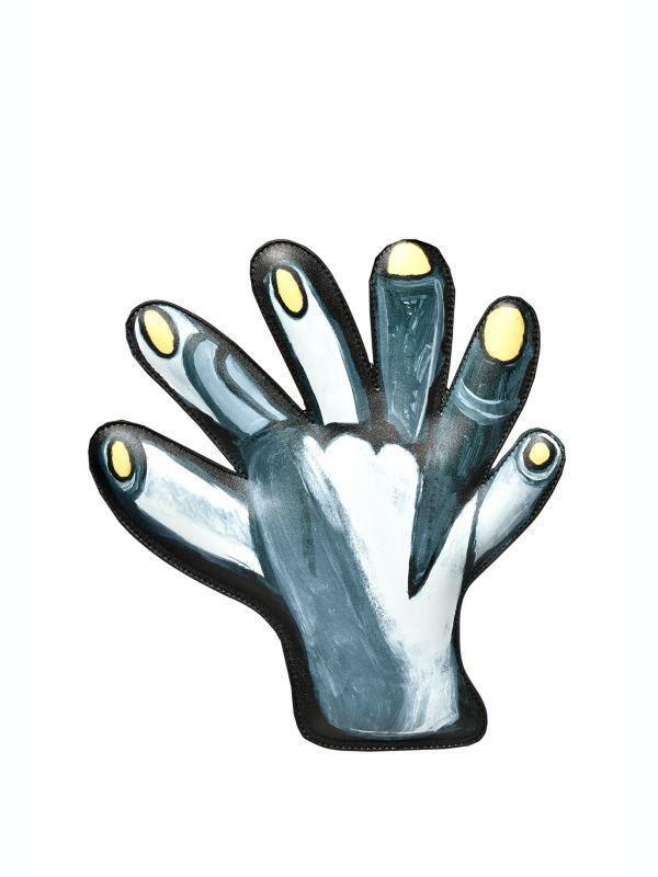 六指頭手拿包,30,800元。圖/MOSCHINO提供
