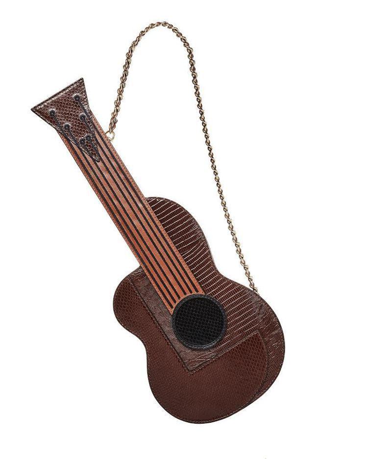 吉他造型包,50,300元。圖/MOSCHINO提供