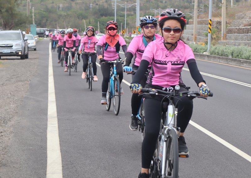 高雄市大華國小畢業生挑戰騎單車到墾丁,為小朋友留下難忘的畢旅經驗。圖/高雄市教育局提供