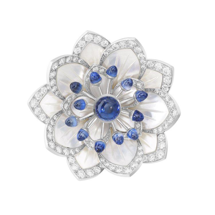 雖然近代以新藝術風格為主,Boucheron則在頂級珠寶系列中帶來一枚Nymph...