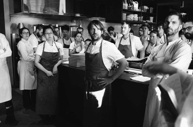 Noma主廚René Redzepi(中)日前表示,「在精緻環境中吃四、五小時的...