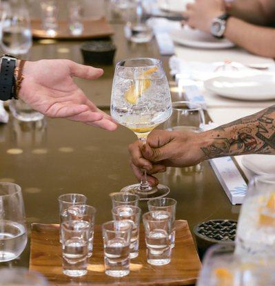 西班牙馬瑞琴酒的品飲教學。 圖/寫樂文化提供