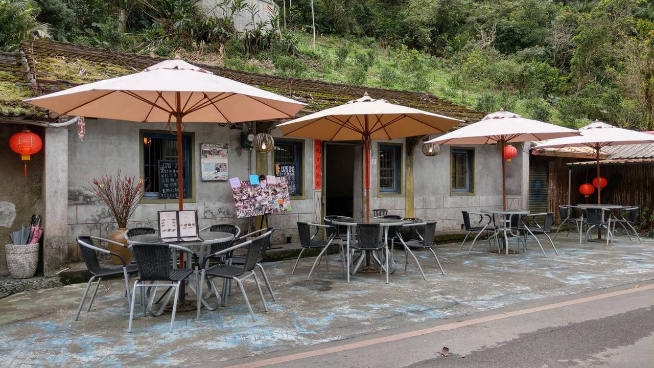 宜蘭望龍埤邊的花田村,曾經是偶像劇拍攝景點,現在賣咖啡簡餐。 圖/戴永華攝影