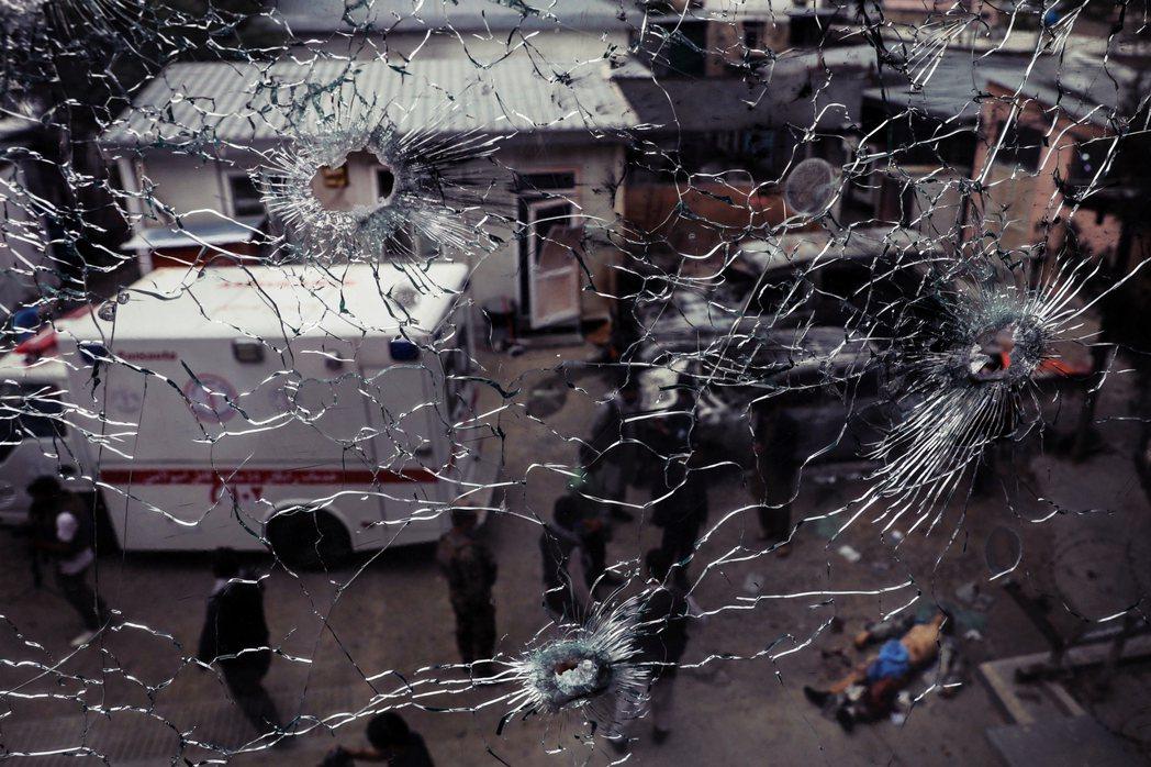 喀布爾婦幼醫院的血腥慘案,重新成為阿富汗政府藉機譴責塔利班的軍略舞台。 圖/歐新...