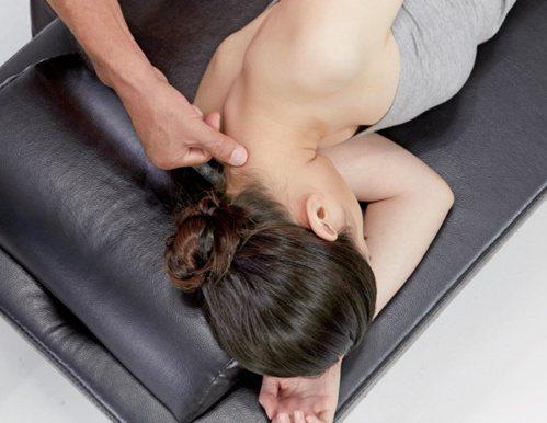 手臂疼痛:三角肌的按摩6。 圖/蘋果屋出版社提供