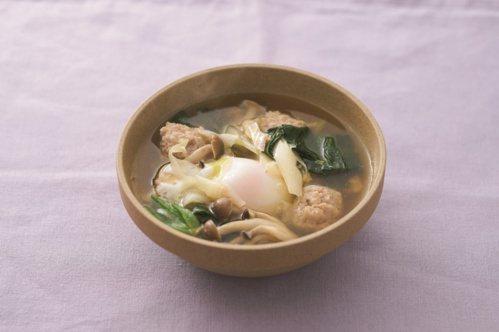 雞肉丸子水波蛋湯。 圖/健行文化