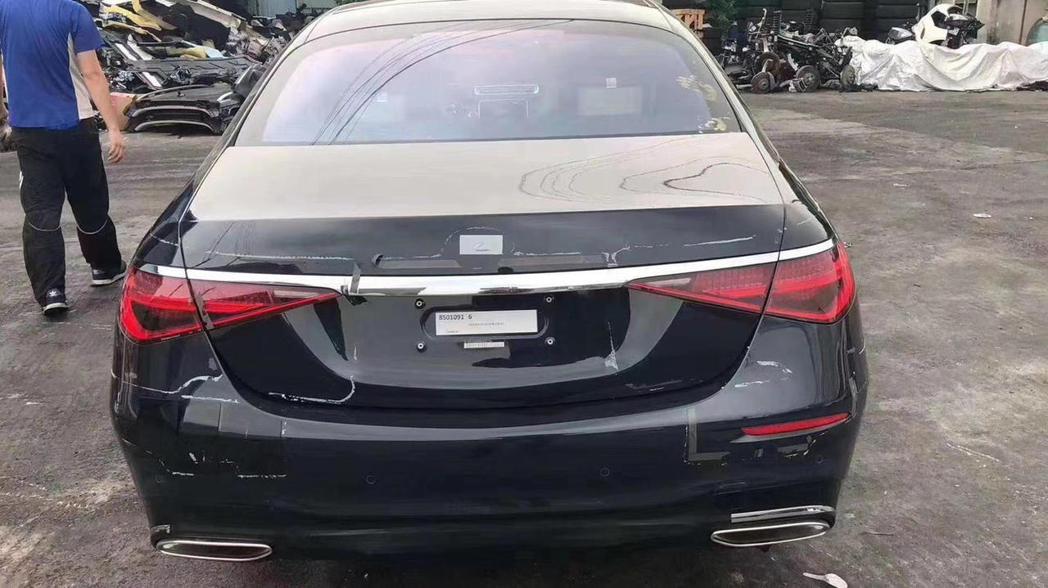 新世代Mercedes-Benz S-Class車尾無偽裝露出。 圖/截自coc...
