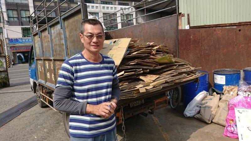 台南市資源回收商顏慶和辛苦了20多年,現在以做環保、服務社區的心情來經營回收站。...