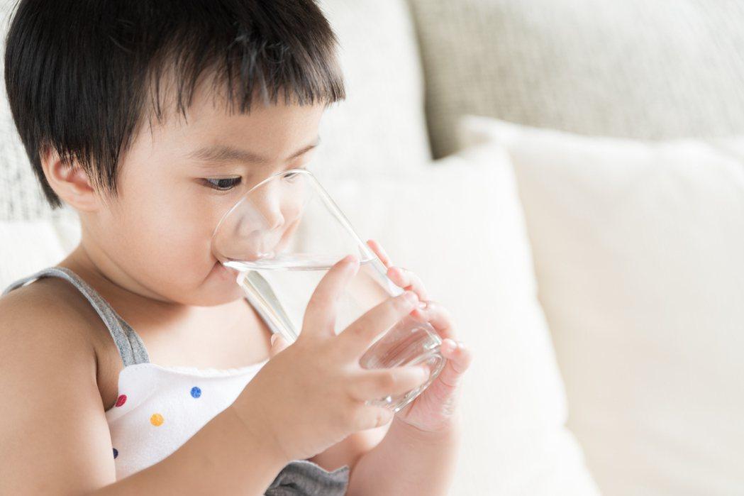 專家說喝水、用水與壽命息息相關,好水宅讓家人小孩平安成長。 業者/提共