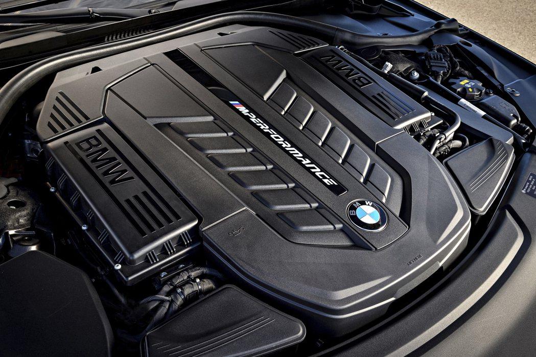 用於BMW M760i/M760Li的6.6升V12雙渦輪增壓汽油引擎,可爆發出...