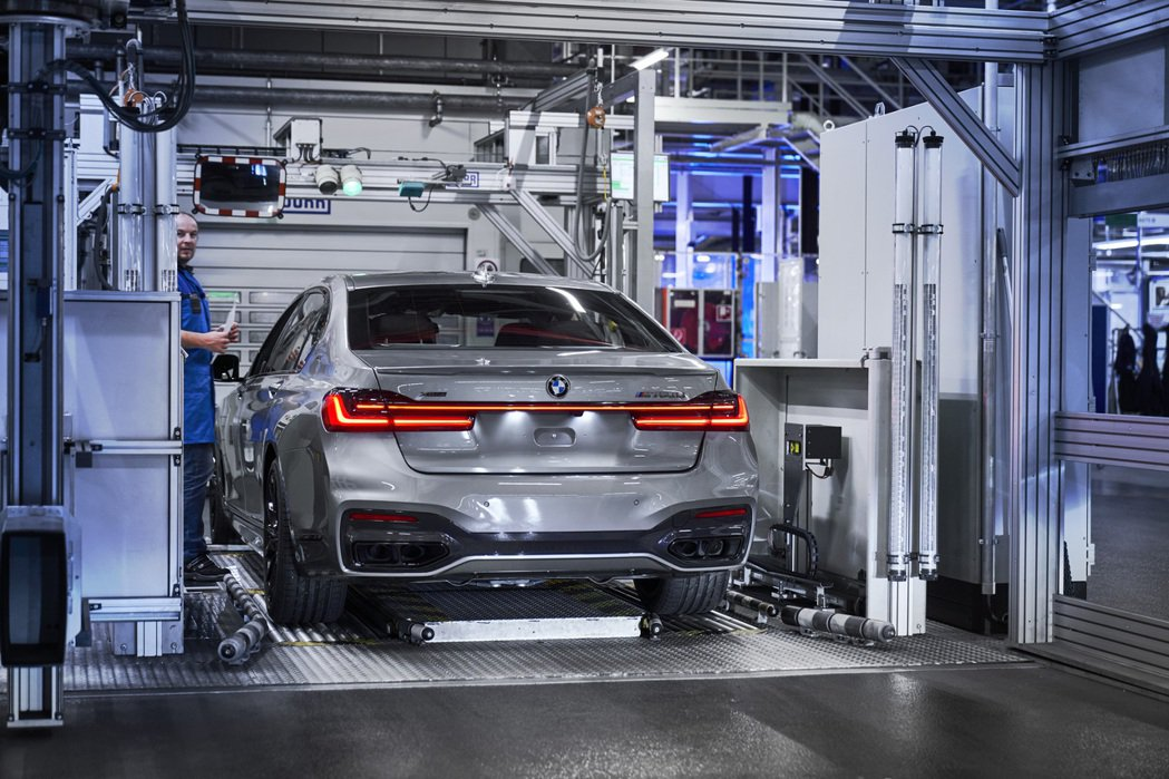 BMW預計將停售搭載V12引擎的M760i/M760Li。 摘自BMW