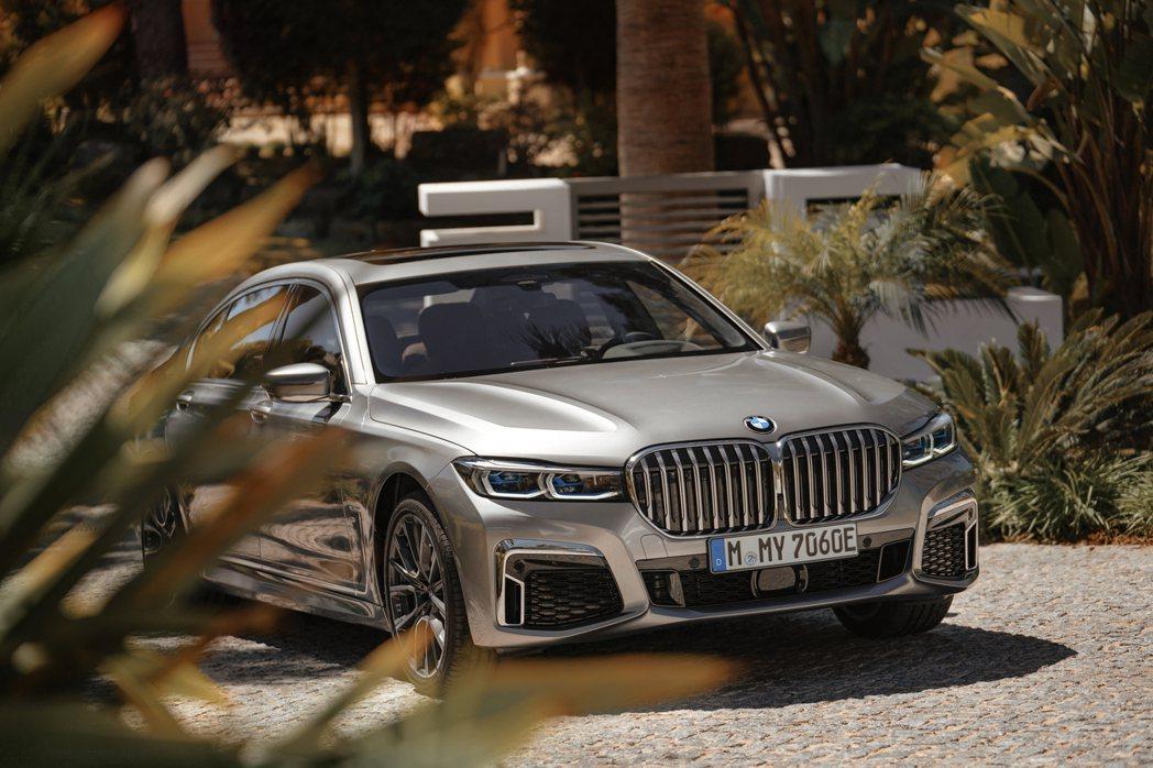 BMW 7 Series動力最猛烈的車型就屬搭載V12引擎的M760i/M760...