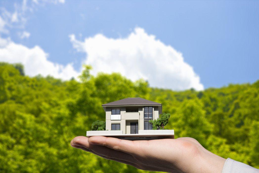 下手買房還是以手邊有頭期款比較保險,因為買房還得負擔稅金、管理費、家具家電、裝潢...