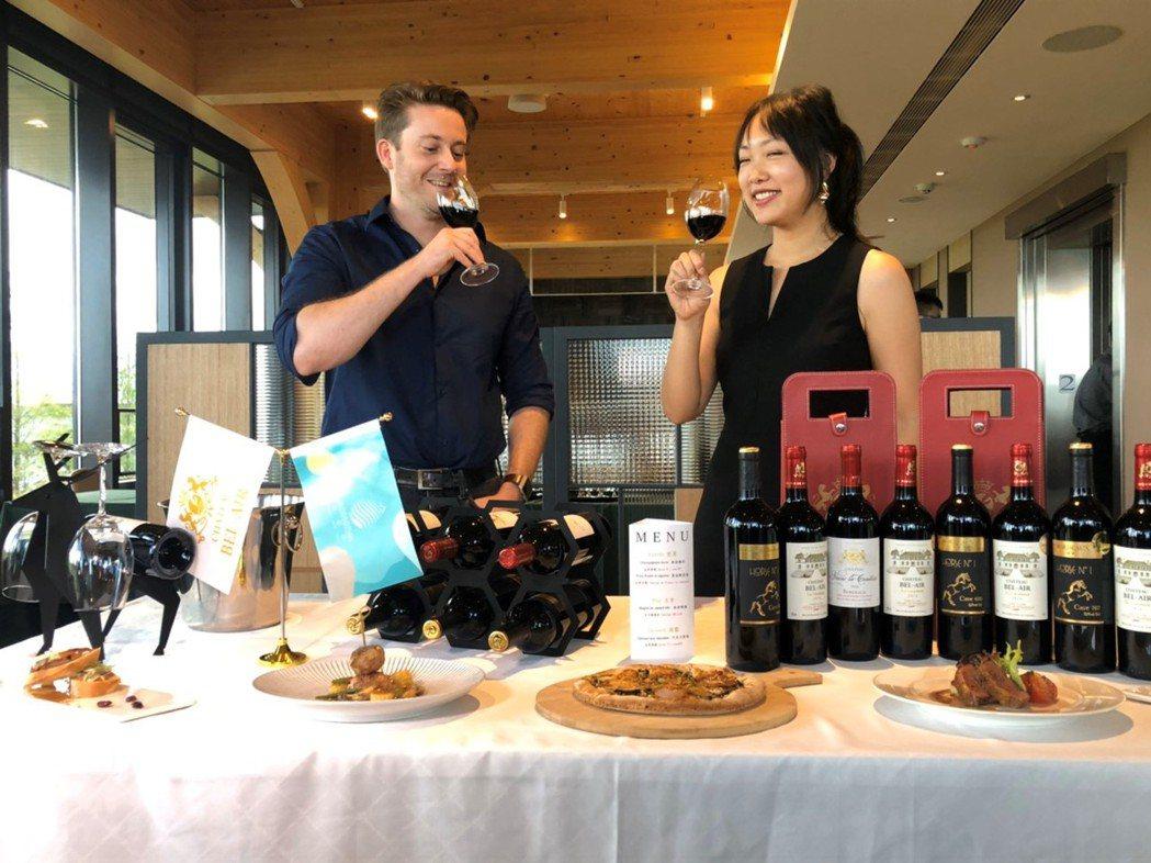 法國貝艾爾酒莊經理Jeremy Palmero(左)出席棗稻田攜手貝艾爾酒莊品酒...