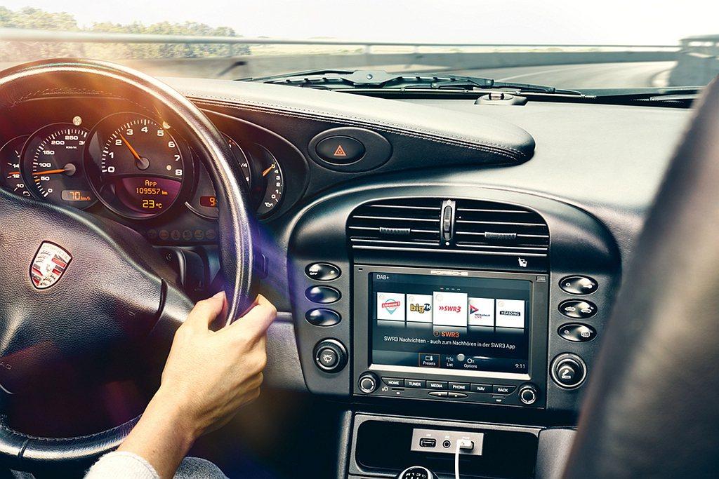 老保時捷也能有多媒體影音系統可以使用。 圖/Porsche提供