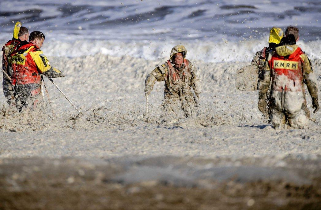 荷蘭知名的衝浪天堂——席凡寧根海岸(Scheveningen)——周一傳出多名衝...