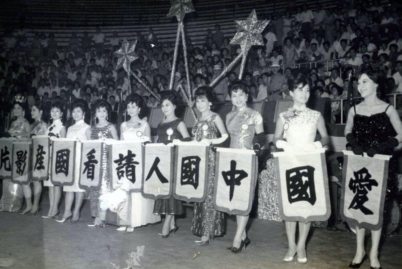 1965年「國產台語影片展覽」眾女星合照。 圖/財團法人國家電影中心典藏,鄧天星提供
