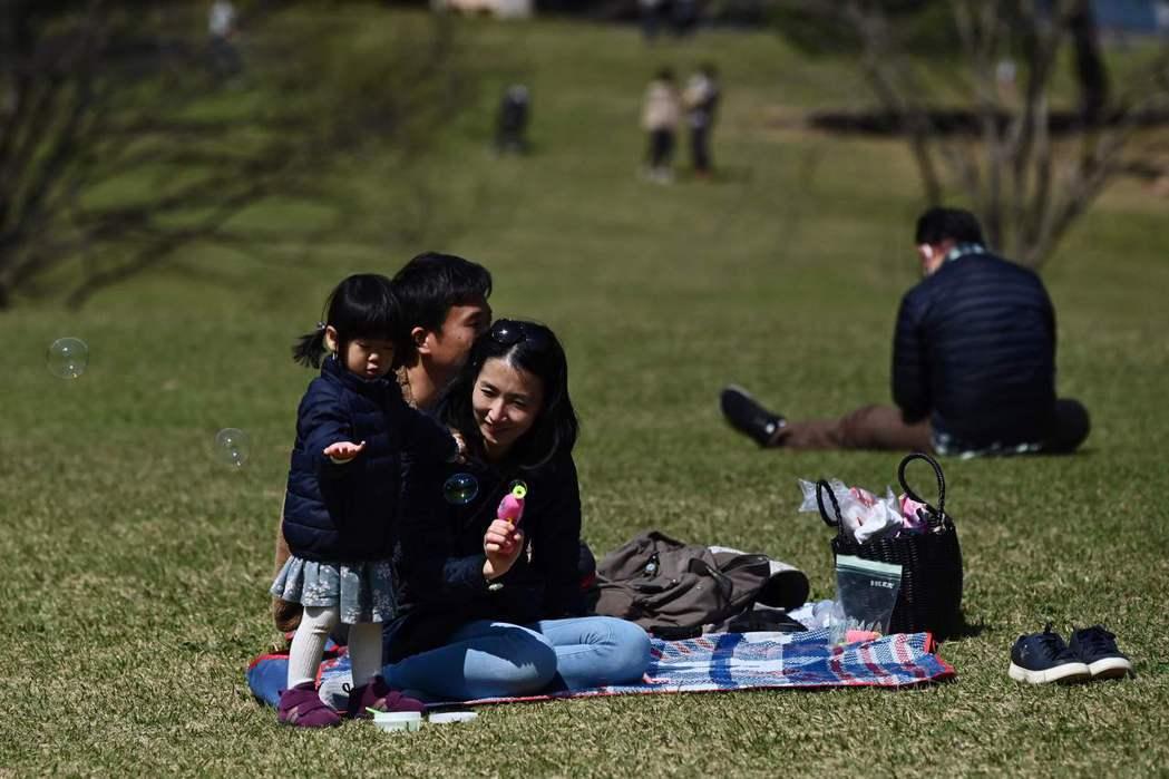 家庭是最安全的避風港嗎? 圖/法新社