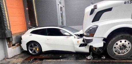 Volvo卡車撞爛Ferrari GTC4Lusso !原因竟眾說紛紜?