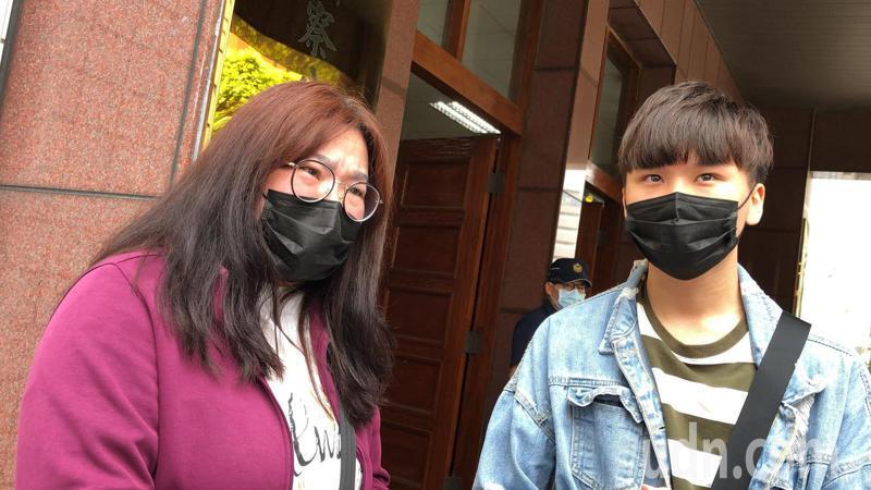 吳茂騰殺人分屍二審仍判無期徒刑,死者兒子(右)感嘆說,台灣法律沒辦法保護人民。記者邵心杰/攝影