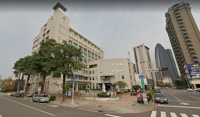 台中市西屯區公所今天上午傳出詹姓男子領不到急難紓困金,在區公所內揚言尋短,遭警、消強制送醫。圖/摘自Google Maps