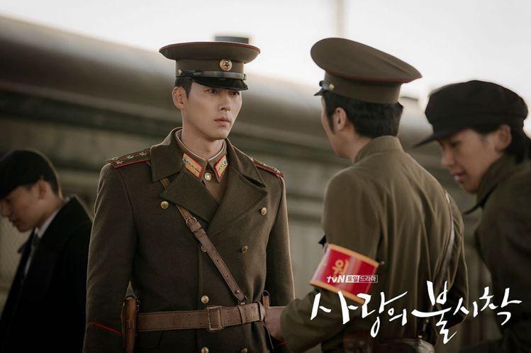 玄彬在「愛的迫降」劇中迷人的軍官造型。圖/摘自IG