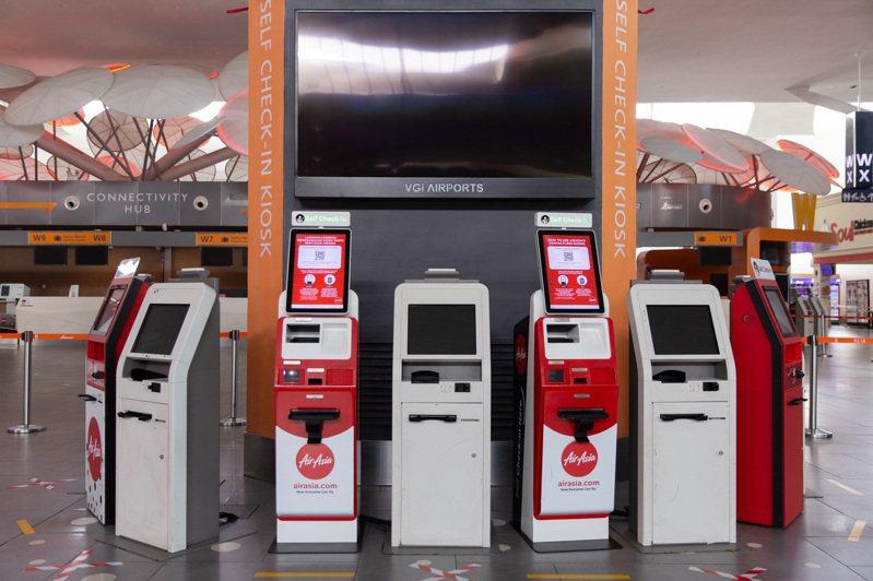 AirAsia非接觸式自助報到機。圖/AirAsia提供