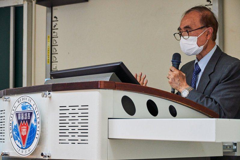 高醫大邀請台灣「冠狀病毒之父」中研院士賴明詔演講。圖/高醫大提供
