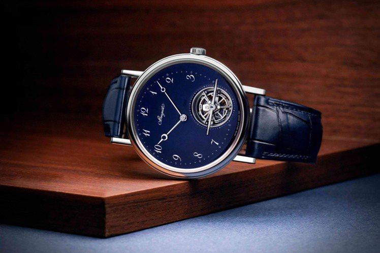 專賣店限定的Classique 5367超薄自動上鍊藍色大明火琺瑯腕表,陀飛輪框...